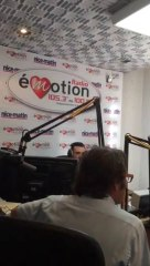 Mgr André Marceau dans les studios de Radio Emotion