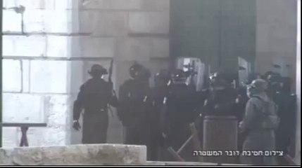 La police israélienne attaque les Palestiniens à la Mosquée Al-Aqsa