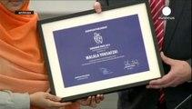 ملالا وساتيارثي يفوزان بجائزة نوبل للسلام لهذا العام .