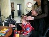 Bébe se fait couper les cheveux