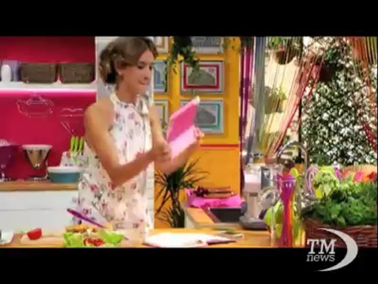 Angie, la zia di Violetta, maestra di cucina su Disney Channel. L'attrice Clara Alonso in