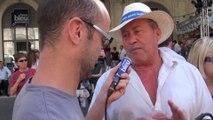 Feria : Distribution des chapeaux devant les Arènes de Nîmes