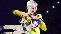 Miley Cyrus Tells Selena GomezFU
