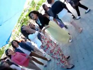 Öğrenciler  mezuniyet töreninde  doyasıya eğlendi