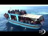 Sbarchi continui, Alfano: Mare Nostrum così non può continuare. Il ministro dell'Interno in Sicilia, protesta di Forza Nuova