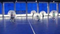 """Loin du Mondial, la finale de """"bubble football"""" au Japon"""