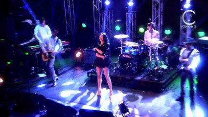 Sophie Ellis Bextor - Heartbreak (Make Me A Dancer) (official live)