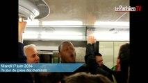 Grève SNCF. Des cheminots bloquent les voies gare Montparnasse