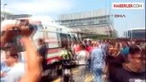 5 Karayolu Halıcıoğlu Mevkii'nde Polisi Görünce Kaçmaya Başlayan Su Satıcıları Metrobüs Yoluna...