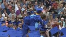 Basket - Insolite : En pleine remise de diplômes, un étudiant se paie LeBron James