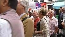 """Des centaines de fans des """"Grosses Têtes"""" se rendent à la dernière de Philippe Bouvard"""