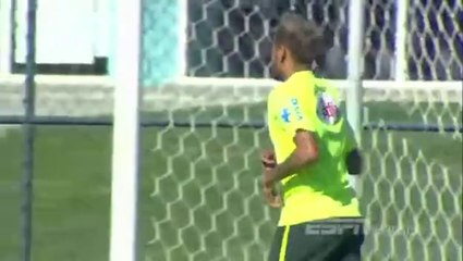 Relaxed Neymar does lengthy keepy-uppy session at Brazil training ! 2014