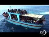 5.000 immigrati soccorsi in 48 ore. Almeno 30 morti. In porto a Salerno la nave Etna con a bordo 1.044 immigrati