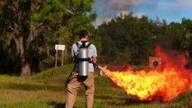 Cuire des HOTDOGS au lance-flamme! Sympa...