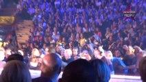 Robbie Williams casse le bras d'une fan en concert (Vidéo)