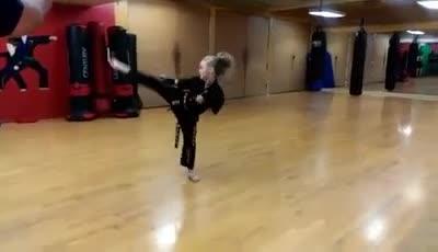 Karate Girl 8 ans