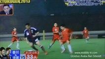 İki profesyonel futbol oyuncusu, yaklaşık 55 kişilik çocuk futbol takımıyla maç yaparsa...