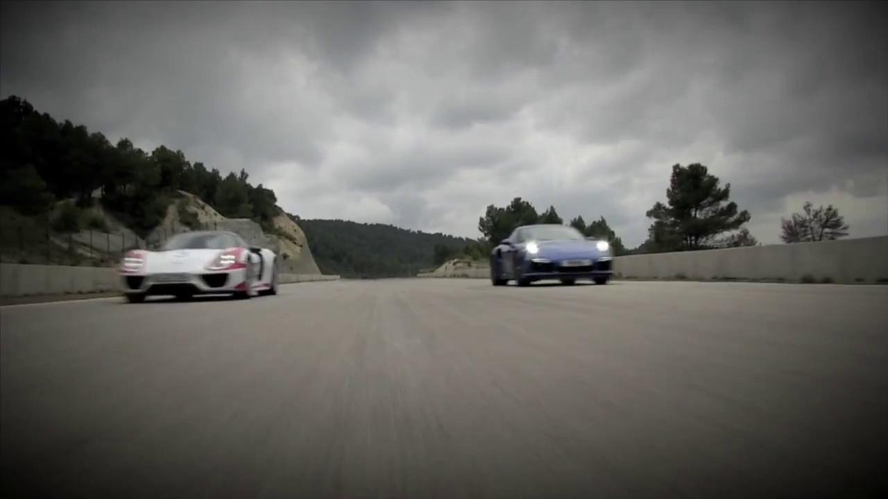Porsche 911 vs Porsche 918 – Drag Race
