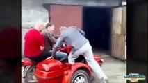 Les crashs en moto les plus débiles du mois! Compilation de taré...