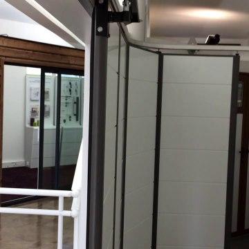 Porte de garage latéral motorisé posée par #Wilco à Buchelay moteur #sommer
