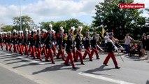 Saint-Brieuc. Défilé de Saint-Cyriens à l'occasion du 14-Juillet