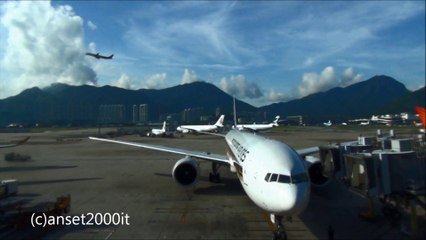 Boeing 777 Singapore Airlines flight SQ001. Pushback and Engine Startup. Hong Kong International Airport