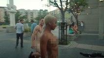 Des danseurs complètement déshabillés dansent dans les rues de Los angeles!