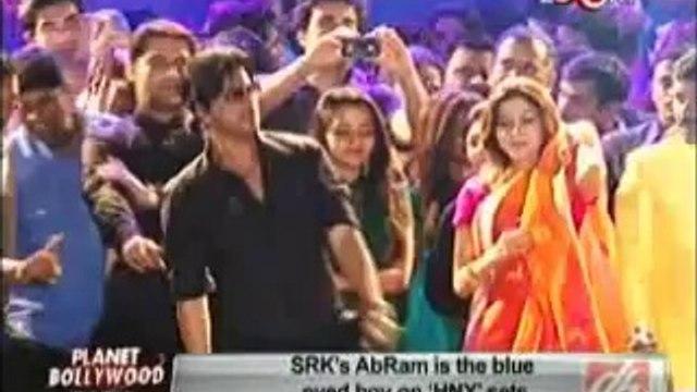 SRK's AbRam is the blue eyed boy on HNY sets 18th july 2014