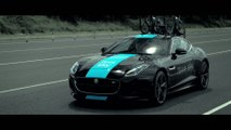 Jaguar équipe la F-Type Coupé des vélos de la Team Sky