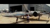 J.J. Abrams nous montre le nouveau X-Wing Fighter du futur Star Wars!