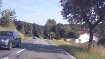Eine Fahrt über die grünen Höhenzüge des hessischen Odenwaldes von Siedelsbrunn nach Wald-Michelbach / A car drive on top of the Hessian Odenwald mountains