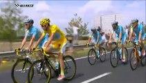 Tour de France : un spectateur fait du vélo sur une roue à côté de Nibali