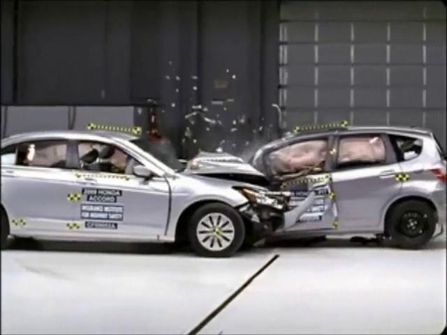 Honda Accord vs. Honda Jazz – Crash Test