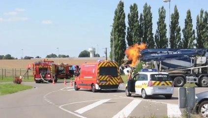 Hautmont : Un camion se renverse et coupe une conduite de gaz qui s'enflamme