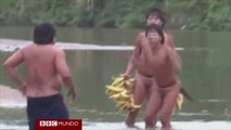 Extraordinario primer contacto de indígenas aislados del Amazonas