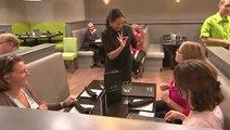 Un restaurant avec des serveurs sourds