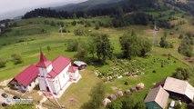 Biserica romano catolică din satul Pleşa (filmare aeriană)