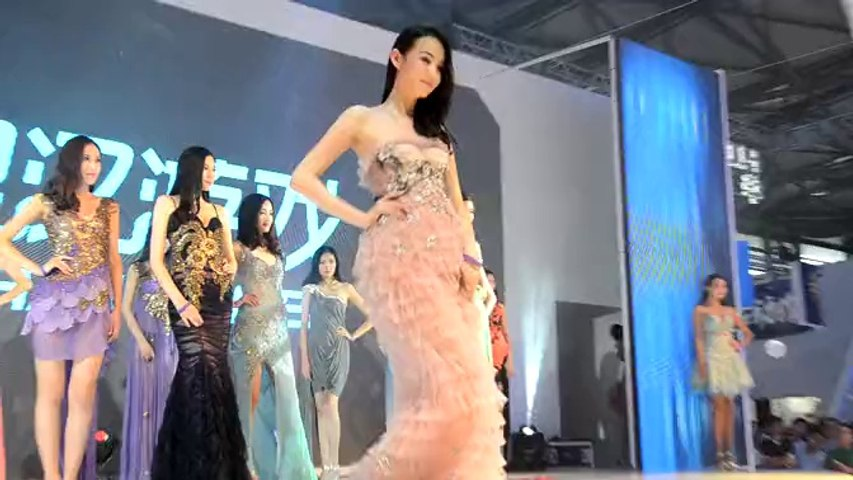 2014ChinaJoy 银汉游戏模特走秀 黑人兄弟演唱助兴