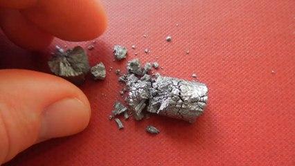 alpha-Zinn zerbröselt