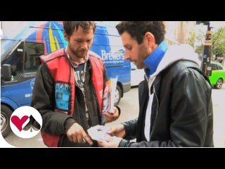 Big Issue Seller Makes £100 Appear From Thin Air!