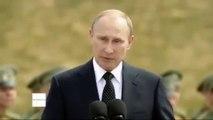 Un oiseau fiente sur Vladimir Poutine en plein discours