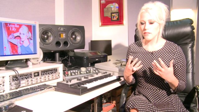 Amelia Lily on 1D & predicting Zayn and Perrie's engagement