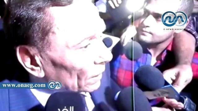 شاهد|| دموع عادل إمام في عزاء صديق عمره سعيد صالح
