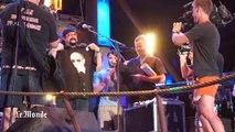 Steven Seagal brandit un tee-shirt de Poutine en Crimée