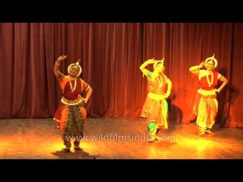 Indian classical dancers performing in Delhi