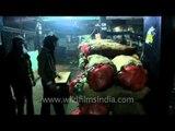 Azadpur mandi, unloading of goods