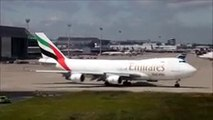 Boeing 747-400 very early rotation ! 600 meter take-off run of a Boeing 747. Emirates Sky Cargo.mp4