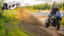Suzuki GSX-R Dirt sur chemin de terre