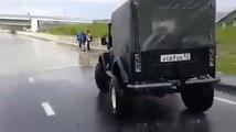 Conducteur de Jeep trop optimiste