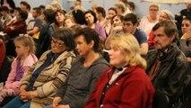 Residents of eastern Ukraine take refuge in local church
